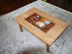 ジュータンとテーブル