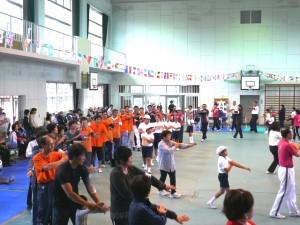 大運動会の参加者全員で曽於市音頭を踊りました