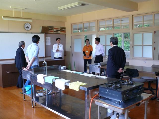 調理室、調理の職業訓練施設を案内