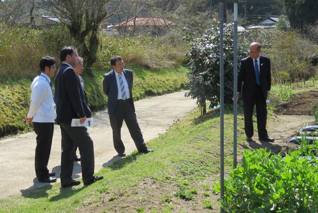 東松山市議会の皆様と学校農園視察