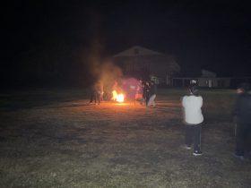 焚き火を囲んでフォークダンスが楽しそうでした