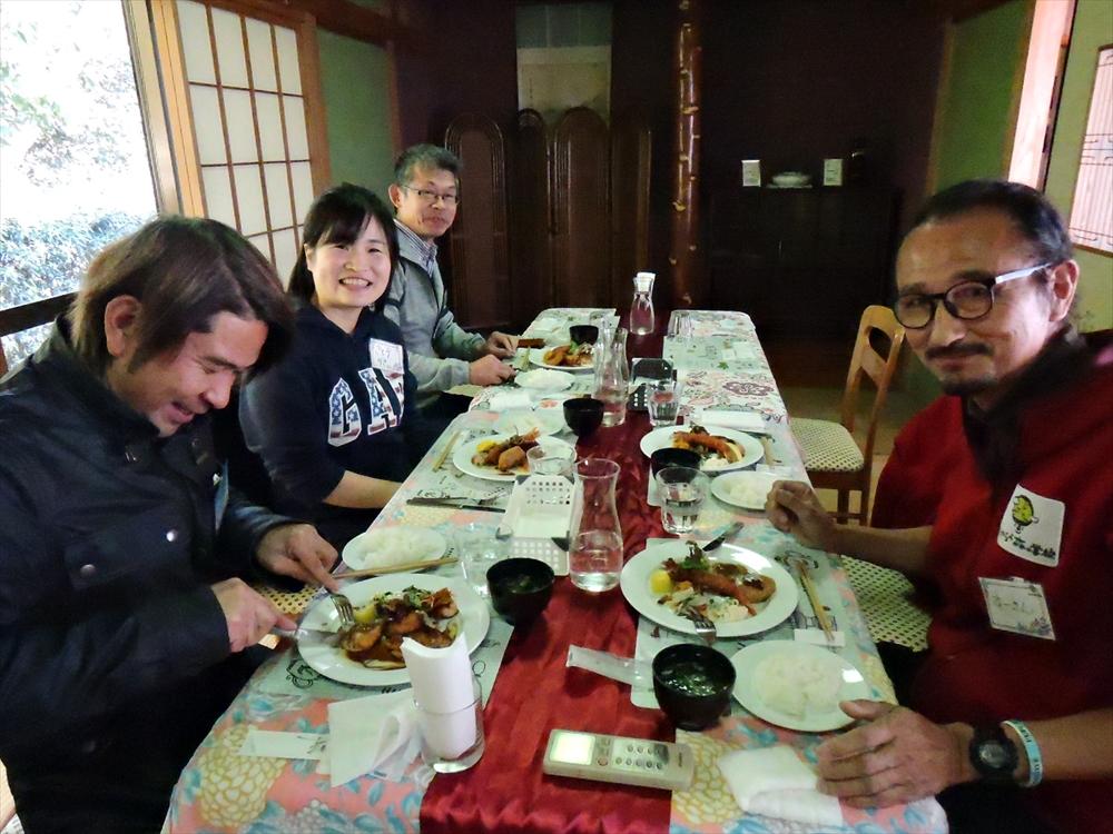 昼食の様子の画像