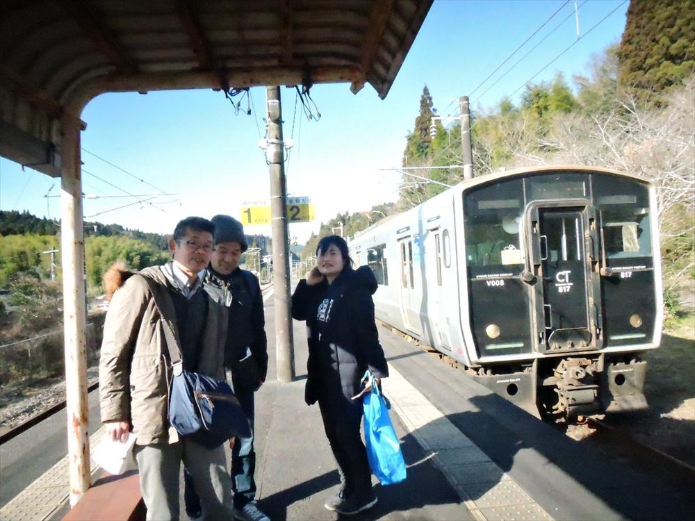 大隅大川原駅での記念撮影