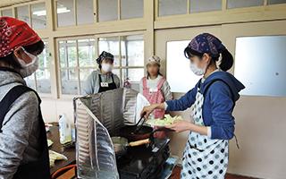 カフェ経営創業セミナー実習の様子